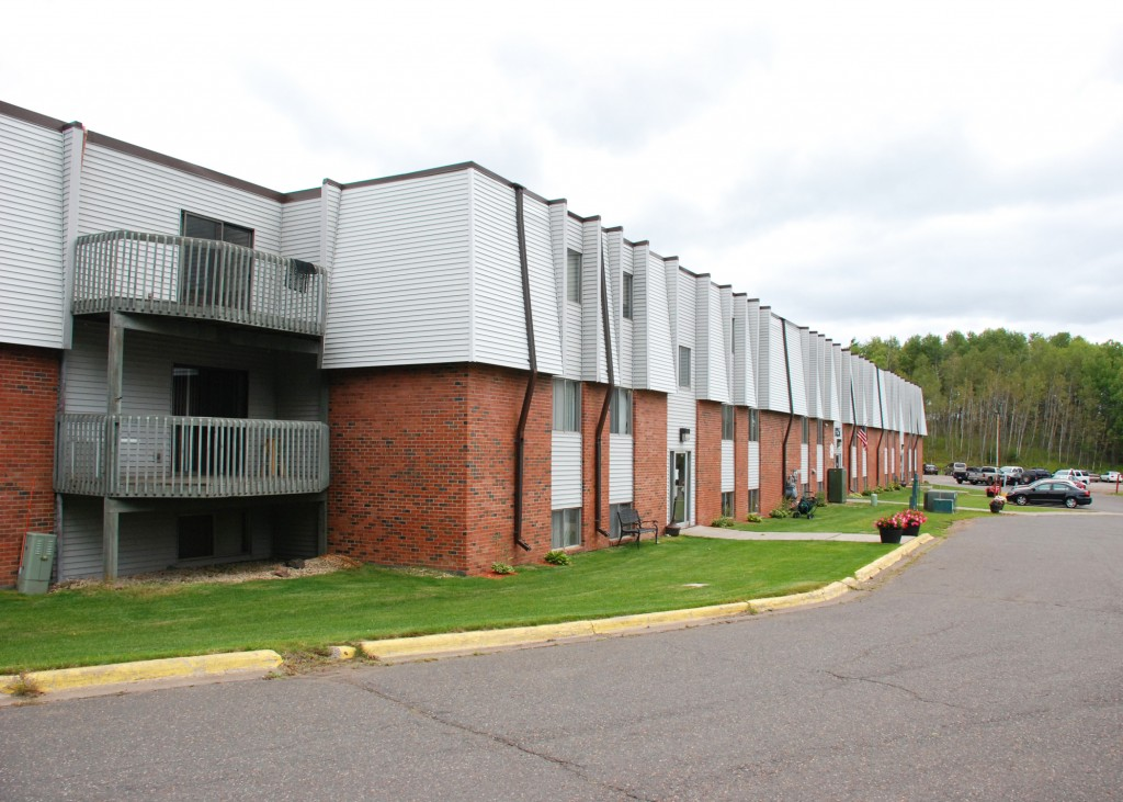 Tropicana Apartments Apartments In Duluth Oliver Management